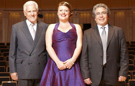 Reisha Adams with Ian Stoutzker and Chair of the judges for the Ian Stoutzker Prize, Carlo Rizzi
