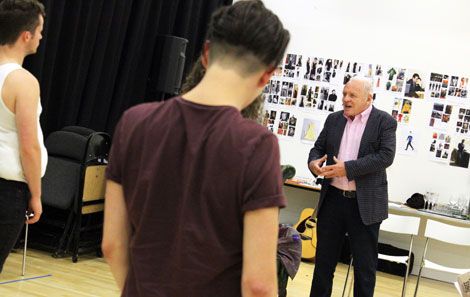 Anthony Hopkins working with students on 'Three Sisters'